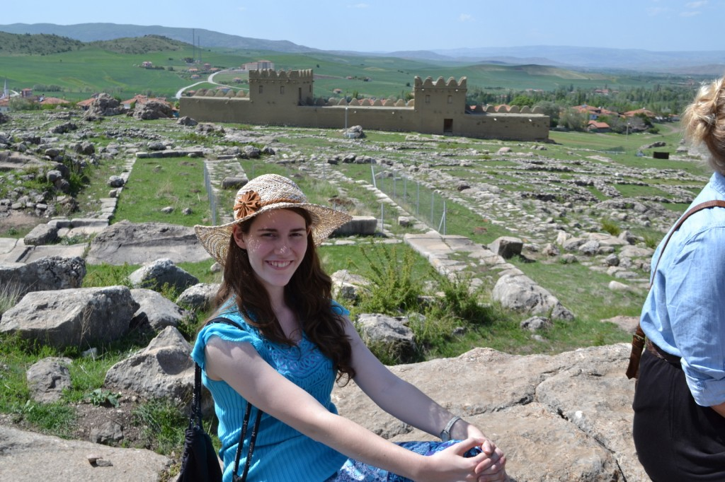 Hittite citadel: Germans reconstructed the walls in the distance with original materials